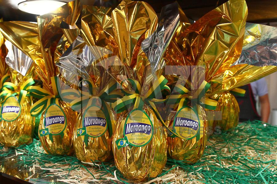 CURITIBA, PR, 22.03.2016 - OVO-MORO  –  Ovos de Páscoa em homenagem Juiz federal Sérgio Moro é visto na tradicional loja de chocolates Schimmelpfeng em Curitiba, na tarde desta terça-feira (22). (Foto: Paulo Lisboa/ Brazil Photo Press)