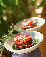 Europe/Provence-Alpes-Côte d'Azur/83/Var/Le Lavandou: Tomate  et Lapin confit à la  peau d'aubergine brulée
