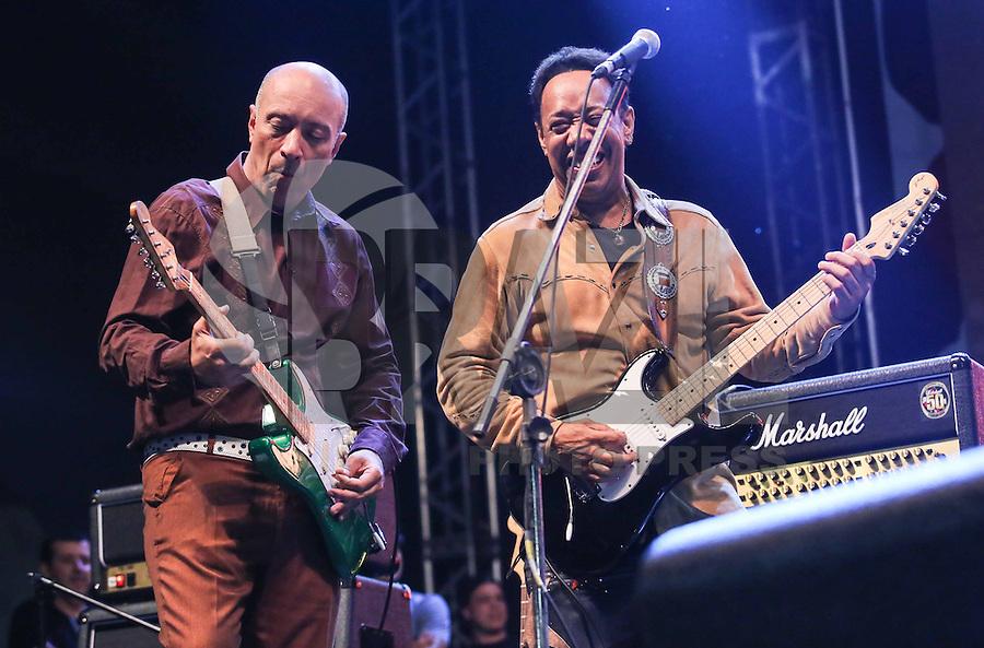 SAO PAULO, SP, 18 DE MAIO 2013 - VIRADA CULTURAL  - Billy  Cox e Edgard Scandurra durante apresentação  no Palco São João na Virada Cultural 2013, na região central da capital paulista, na noite deste sábado 13. (FOTO: VANESSA CARVALHO / BRAZIL PHOTO PRESS)