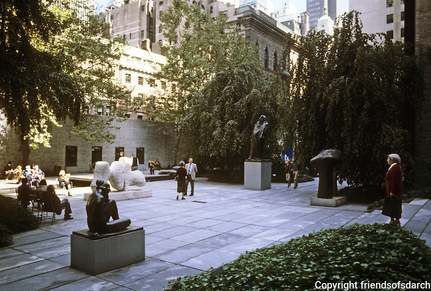 New York City: M.O.M.A. Sculpture Garden. Philip Johnson.