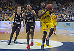 14.04.2018, EWE Arena, Oldenburg, GER, BBL, EWE Baskets Oldenburg vs s.Oliver W&uuml;rzburg, im Bild<br /> in Aktion...<br /> Frantz MASSENNAT (EWE Baskets Oldenburg #10), Philipp SCHWETHELM(EWE Baskets Oldenburg #33)<br /> Clifford HAMMONDS (s.Oliver W&uuml;rzburg #25 ), E.J. SINGLER (s.Oliver W&uuml;rzburg #15 )<br /> Foto &copy; nordphoto / Rojahn