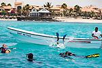 Cabo Verde, Kaap Verdie, KaapVerdie, sal kaapverdie santa maria 2017<br /> Santa Maria, officieel  is een plaats in het zuiden van het Kaapverdische eiland Sal met 6.272 inwoners. Met de opkomst van het toerisme heeft de plaats bekendheid gekregen en is het toerisme de voornaamse inkomstenbron<br /> Kaapverdië, dat behoort tot de geografische regio Ilhas de Barlavento<br />   foto  Michael Kooren<br /> strand Santa Maria  beach boats swimming, clear water, sunshine, reflections , fun, sun ,  snorkelling, diving,