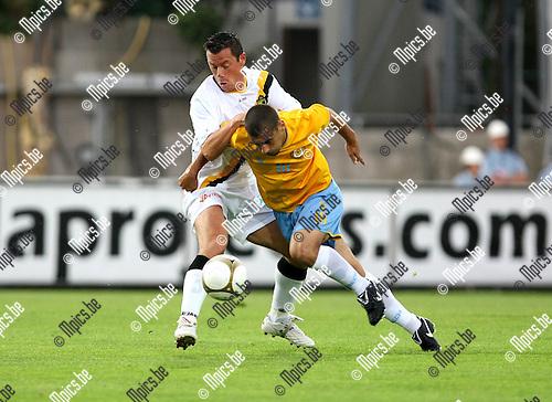 2009-08-10 / Voetbal / seizoen 2009-2010 / Lierse SK - El Ismaily / Eric Deflandre probeert Saeed te stoppen..Foto: Maarten Straetemans (SMB)
