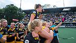 DEN BOSCH - Maartje Paumen (Den Bosch) op de schouders  na    de finale van de EuroHockey Club Cup, Den Bosch-UHC Hamburg (2-1) .   .COPYRIGHT  KOEN SUYK