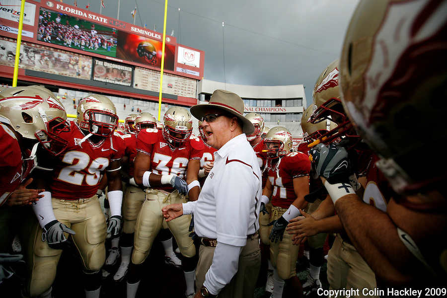 TALLAHASSEE, FL 10/31/09-FSU-NCST FB09 CH61-Florida State Head Coach Bobby Bowden talks to his team prior to the N.C. State game Saturday at Doak Campbell Stadium in Tallahassee. .COLIN HACKLEY PHOTO