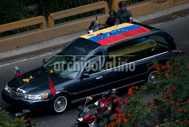 "Venezuela: Caracas,15/03/13 .funeral carriage with the remains of Venezuelan President Hugo Chavez, passing through a highway in Caracas, toward the headquarters of the Mountain, in the neighborhood 23 de Enero, the same place where he installed his command post in the coup February 4, 1992, against President Carlos Andres Perez, and where he gave his famous ¨ for now "", the acceptance speech of defeat that made it popular among Venezuelans...Carlos Hernandez/Archivolatino"