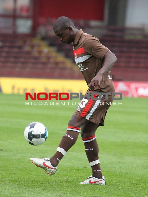 2.Liga FBL 2009/2010  Testspiel<br /> FC St.Pauli vs. Heart of Midlothian 2:0 (1:0)<br /> <br /> Charles Takyi (Nr.13), R&uuml;ckkehrer von Greuther F&uuml;rth.<br /> <br /> <br /> Foto &copy; nph (nordphoto)<br /> <br /> *** Local Caption ***