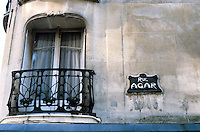 Hector Guimard: 19 Rue La Fontaine, Paris 1911. Detail on building. Photo '90.