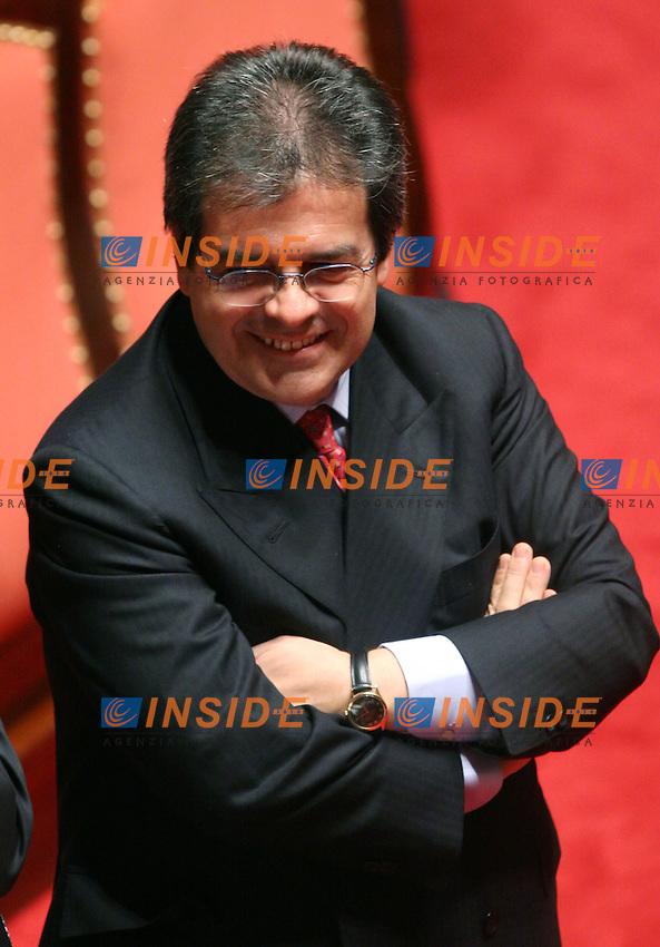 Roma, 28/04/2006 Senato:Votazione per il Presidente<br /> Nella foto il senatore della Margherita Vincenzo Bianco<br /> Photo Serena Cremaschi Insidefoto