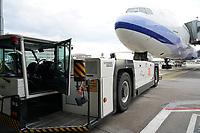 Maschine von Air China am Flugzeugschlepper - Frankfurt 16.10.2019: Eichwaldschuele Schaafheim am Frankfurter Flughafen
