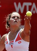 BOGOTÁ - COLOMBIA - 23-02-2013: Karin Knapp de Italia, en acción, durante partido por la Copa de Tenis WTA Bogotá, febrero 23 de 2013. (Foto: VizzorImage / Luis Ramírez / Staff). Karin Knapp from Italy in action, during a match for the WTA Bogota Tennis Cup, on February 23, 2013, in Bogota, Colombia. (Photo: VizzorImage / Luis Ramirez / Staff)...................................