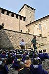 Spettacolo per bambini alla Rocca Borromeo sul lago Maggiore