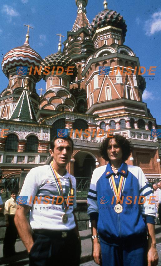 Pietro Mennea e Sara Simeoni con al collo le medaglie vinte ai giochi olimpici sulla piazza Rossa di Mosca .Foto FEP / PANORAMIC / INSIDEFOTO .ITALY ONLY