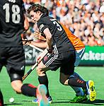 BLOEMENDAAL   - Hockey -  2e wedstrijd halve finale Play Offs heren. Bloemendaal-Amsterdam . Fergus Kavanagh (A'dam)   COPYRIGHT KOEN SUYK