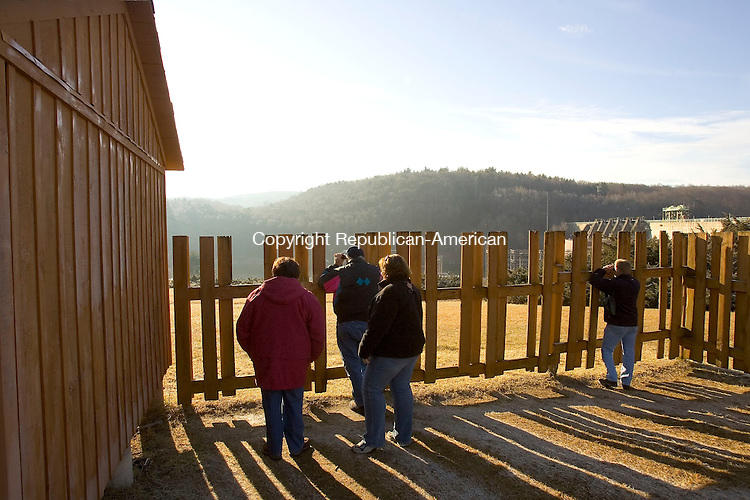 SOUTHBURY, CT- 13 JANUARY 2008-011308JS09--Visitors to the Shepaug Eagle Observation Area at the Shepaug Dam in Southbury look for bald eagles during a hazy morning on Sunday. <br /> Jim Shannon / Republican-American