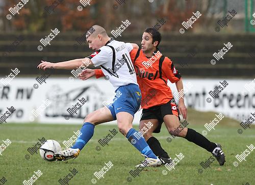2010-01-17 / Voetbal / seizoen 2009-2010 / Willebroek-Meerhof - Ternat / Steve De Saegher (L, Ternat) in duel met Murat Kocak..Foto: mpics
