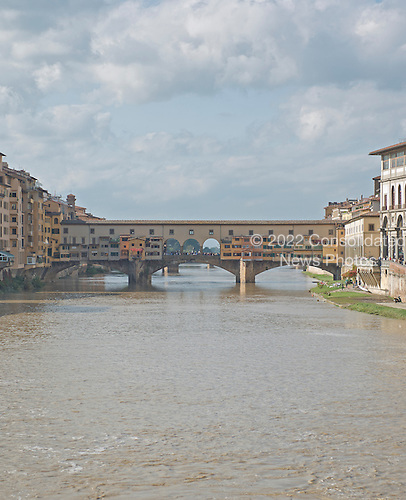 Ponte Vecchio or Old Bridge over the Arno River in Florence, Italy on Tuesday, October 22, 2013.  The bridge, which dates from 1345 is the oldest surviving bridge in the city.  It houses antique and specialized jewelry shops.<br /> Credit: Ron Sachs / CNP