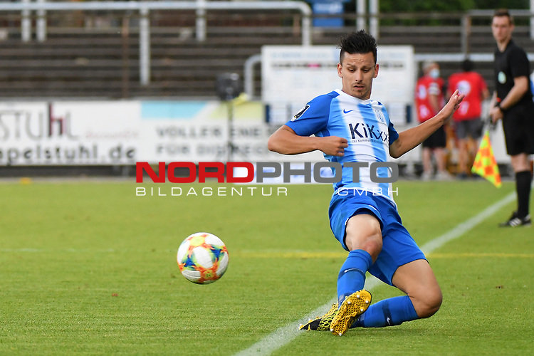 12.06.2020, Hänsch-Arena, Meppen, GER, 3.FBL, SV Meppen vs. Hallescher FC, <br /> <br /> im Bild<br /> Janik Jesgarzewski (SV Meppen, 3) am Ball.<br /> <br /> <br /> DFL REGULATIONS PROHIBIT ANY USE OF PHOTOGRAPHS AS IMAGE SEQUENCES AND/OR QUASI-VIDEO<br /> <br /> Foto © nordphoto / Paetzel