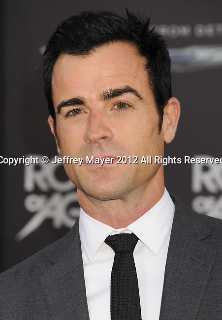 HOLLYWOOD, CA - JUNE 08: Justin Theroux arrives at the 'Rock Of Ages' - Los Angeles Premiere at Grauman's Chinese Theatre on June 8, 2012 in Hollywood, California.