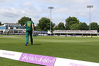 Harry Gurney fields on the boundary for Notts during Essex Eagles vs Notts Outlaws, Royal London One-Day Cup Semi-Final Cricket at The Cloudfm County Ground on 16th June 2017