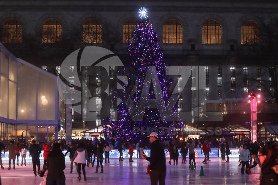 NOVA YORK, EUA, 21.12.2018 - TURISMO-EUA - Pista de patinação no gelo do Bryant Park na ilha da Manhattan na cidade de Nova York nesta sexta-feira, 21.(Foto: William Volcov/Brazil Photo Press)