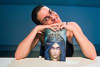 """Licia Troisi astrofisica e scrittrice genere fantasy, ha venduto 900.000 copie dei suoi libri, le trilogie """"la cronaca del mondo emerso"""" e """"la guerra del mondo emerso"""".E' tradotta in varie lingue."""