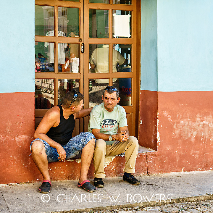 Faces Of Cuba - Consoling session.<br /> <br /> -Limited Edition of 50 prints.