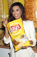 NEW YORK, NY - JULY 20: Eva Longoria attends Lay's 'Do Us A Flavor' Contest Launch Hosted By Eva Longoria And Chef Michael Symon at Times Square on July 20, 2012 in New York City. © RW/MediaPunch Inc. /*NORTEPHOTO.com* **SOLO*VENTA*EN*MEXICO** **CREDITO*OBLIGATORIO** *No*Venta*A*Terceros* *No*Sale*So*third* ***No*Se*Permite*Hacer Archivo***No*Sale*So*third*©Imagenes*