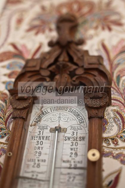 Europe/France/Aquitaine/33/Gironde/Saint-Yzans-de-Médoc: Château  Loudenne- détail du baromêtre