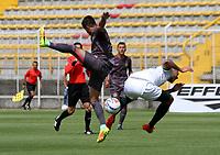 BOGOTA - COLOMBIA - 23 - 09 - 2017: Diego Steven Gomez (Izq) jugador de Tigres FC disputa el balón con Jaider Riquett (Der) jugador de La Equidad  durante partido entre Tigres y Equidad,  por la fecha 13 de la Liga Aguila II-2017, jugado en el estadio Metropolitano de Techo de la ciudad de Bogota. / Diego Steven Gomez (L) player of Tigres FC fights the ball agaisnt of Jaider Riquett (R)  player of La Equidad during a match between Tigres and Equidad, for the  date 13nd of the Liga Aguila II-2017 at the Metropolitano de Techo Stadium in Bogota city, Photo: VizzorImage  /Felipe Caicedo / Staff.
