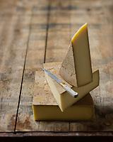 Europe/Suisse/Canton de Vaud: <br /> L'Etivaz AOP  Fromage à pâte dure, pressée et cuite fabriqué uniquement à l'alpage pendant la saison d'estivage (mai à octobre). Il est fabriqué à partir du lait cru de vaches - Stylisme : Valérie LHOMME<br /> //Europe/Switzerland/Vaud Canton:L'Etivaz is a hard Swiss cheese made from raw cow's milk named after the place of its origin