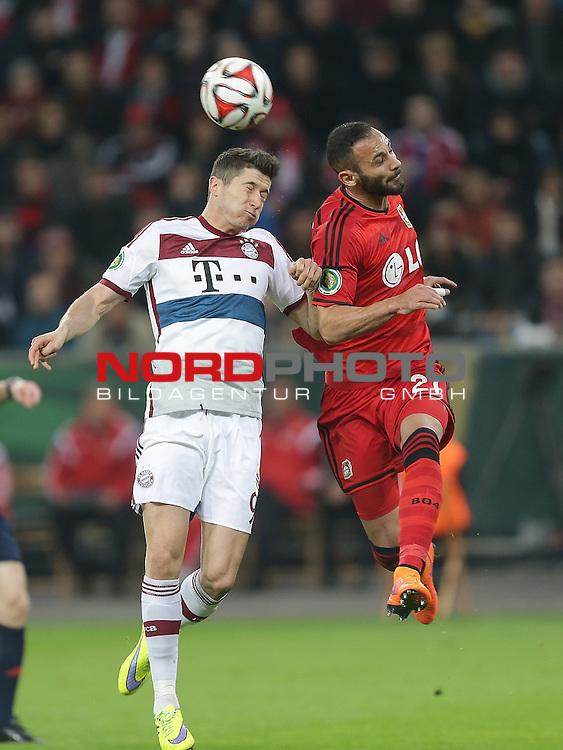 08.04.2015, BayArena, Leverkusen, DFB Pokal, Bayer 04 Leverkusen vs. Bayern M&uuml;nchen<br /> Robert Lewandowski (M&uuml;nchen),&Ouml;mer Toprak (Leverkusen)<br /> Foto &copy; nordphoto /  Bratic