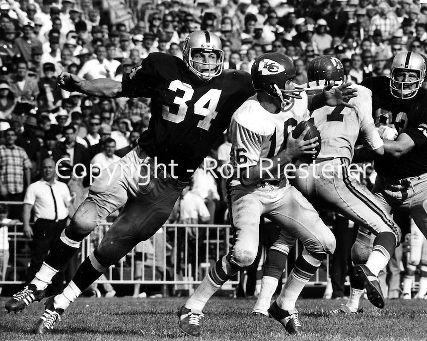 Oakland Raiders linebacker Gus Otto about to sack Kansas City quarterback Len Dawson. (photo by Ron Riesterer)