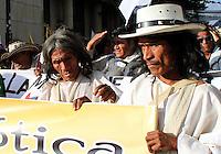 BOGOTA -COLOMBIA. 17-03-2014. Miles de campesinos marcharon por las principales avenidas de la capital protestando por el incumplimento del gobierno nacional  con la reforma agraria y convocando a un paro nacional campesino. / Thousands of farmers marched through the main streets of the capital protesting Non compliance by the national government on land reform and calling for a national strike peasant. Photo: VizzorImage/ Felipe Caicedo