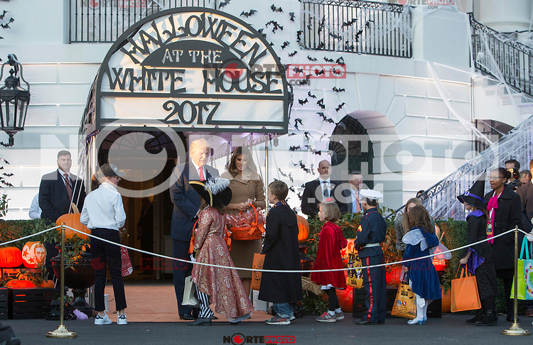 United States President Donald J. Trump and First Lady Melania Trump give out treats during a Halloween event at The White House in Washington, DC, October 30, 2017. Credit: Chris Kleponis / CNP /MediaPunch /NortePhoto.com