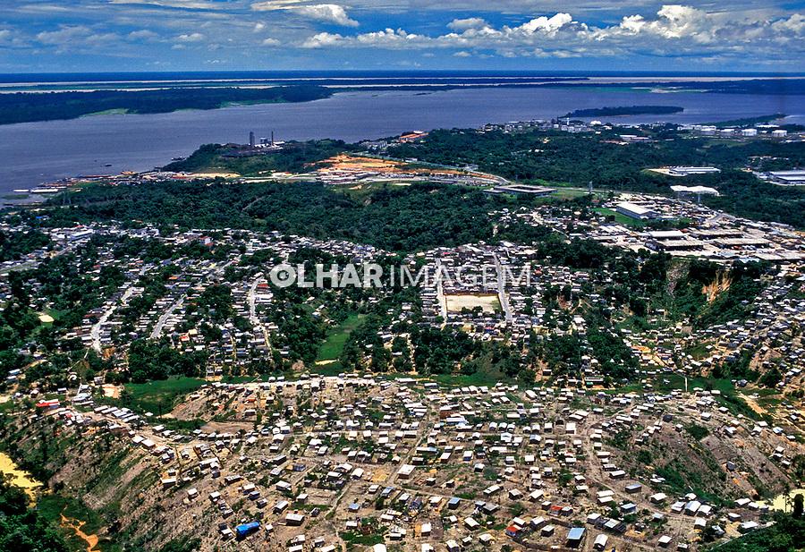 Ocupação por favela em Manaus, Amazonas. 1997. Foto de Ricardo Azoury.