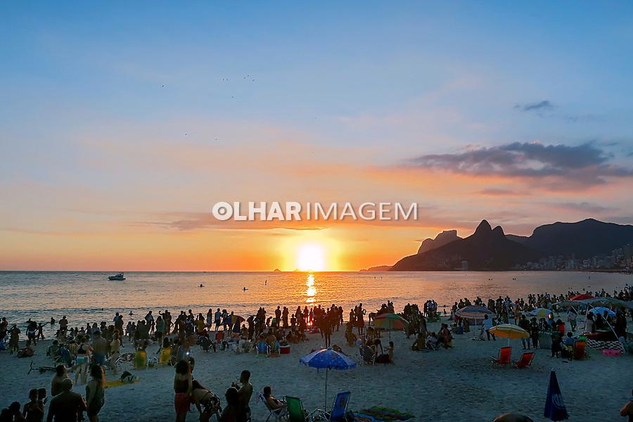 Por do sol na Praia do Arpoador, Rio de Janeiro. 2019. Foto © Juca Martins