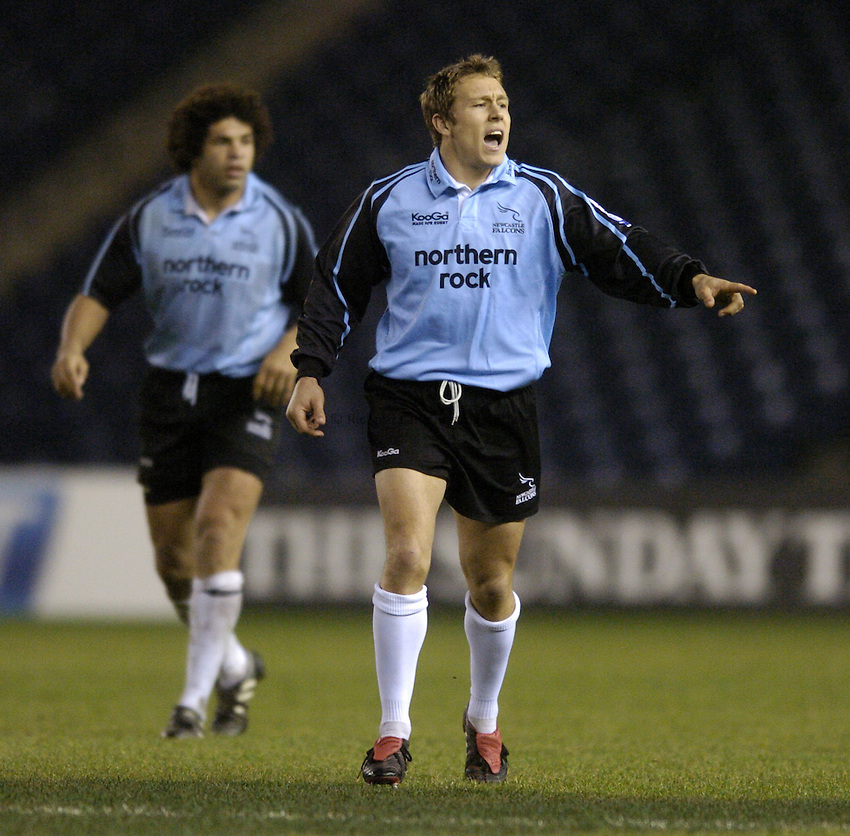 Photo. Jed Wee..Edinburgh Rugby v Newcastle Falcons , Heineken Cup, 11/12/2004..Newcastle's Jonny Wilkinson gives out instructions to his team mates.