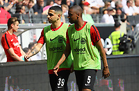 Gelson Fernandes (Eintracht Frankfurt) und Omar Mascarell (Eintracht Frankfurt) gehen zum Warmlaufen - 21.04.2018: Eintracht Frankfurt vs. Hertha BSC Berlin, Commerzbank Arena