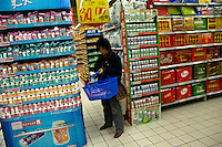 A Chinese lady buys xylitol product in a Carrefour supermarket in Beijing, China September 12, 2006. China's consumer price index rose 1.3 percent in August compared with a year ago fueled by a 2.3 percent increase in prices for services, the National Bureau of Statistics said in a statement..12 Sep 2006