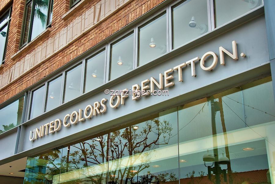 United Colors of Benetton, men's, women's, children's casual wear, footwear, accessories, Third Street Promenade, Santa Monica, CA