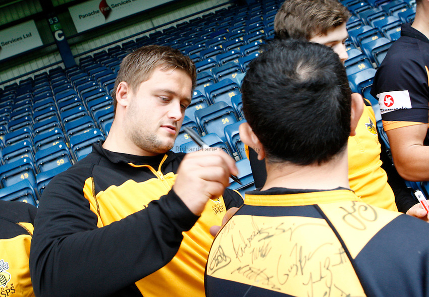 Photo: Richard Lane/Richard Lane Photography. London Wasps v London Irish. Pre Season Friendly. 24/08/2013. Players greet the supporters and sign autographs.
