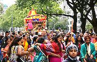 Nederland Rotterdam  2016. Hare Krishna . Ratham Yatra optocht met versierde kar door de binnenstad van Rotterdam. Hare Krishna is een beweging binnen het Hindoeisme.  Foto Berlinda van Dam / Hollandse Hoogte