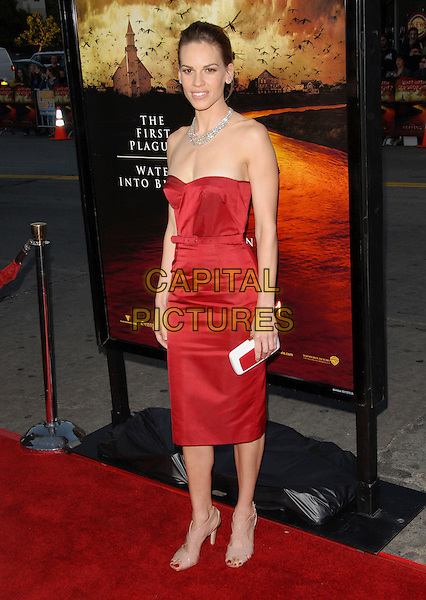 "HILARY SWANK.The Warner Brothers' Pictures L.A. Premiere of ""The Reaping"" held at The Mann Village Theatre in Westwood, California, USA. .March 29th, 2007.full length red dress belt white clutch purse diamond necklace strapless .CAP/DVS.©Debbie VanStory/Capital Pictures"