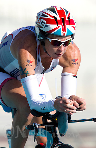 12 MAR 2011 - ABU DHABI, UAE - Julie Dibens - Abu Dhabi International Triathlon (PHOTO (C) NIGEL FARROW)