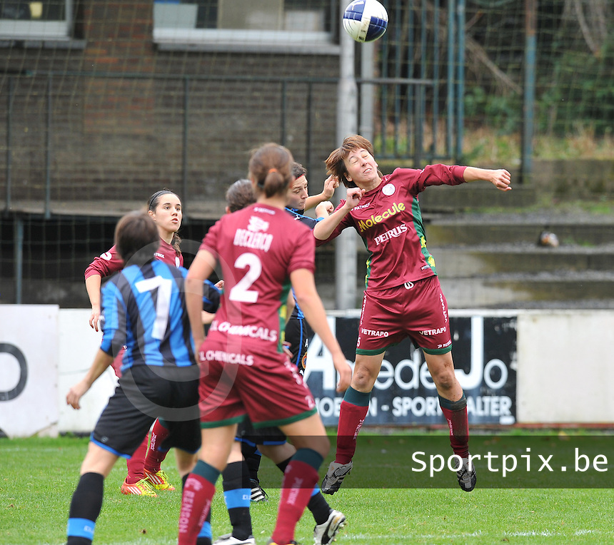Club Brugge Dames - Dames Zulte Waregem : Sarina Heirbaut met de kopbal.foto DAVID CATRY / Vrouwenteam.be
