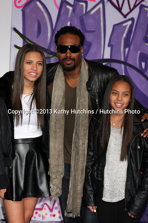 """LOS ANGELES - DEC 18:  Shawn Wayans at the """"Believe"""" World Premiere at Regal 14 Theaters on Dec 18, 2013 in Los Angeles, CA"""