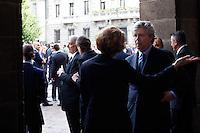 Milano: il Sindaco Giuliano Pisapia e il direttore del teatro alla Scala Stéphane Lissner  aspettano l'arrivo di Papa Benedetto XVI  per il concerto in suo onore..