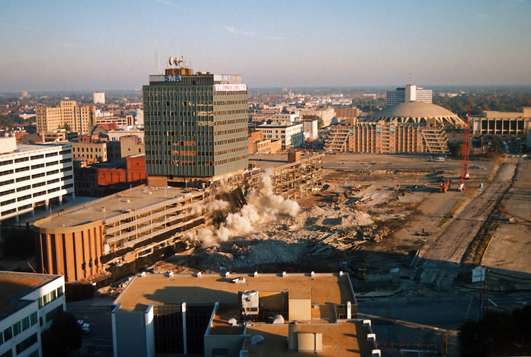 1996 November 24..Redevelopment..Macarthur Center.Downtown North (R-8)..IMPLOSION OF SMA TOWERS.LOOKING NORTH FROM ROOFTOP .OF MAIN TOWER EAST.SEQUENCE 4.PV3..NEG#.NRHA#..