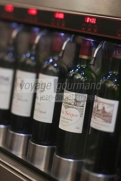 Europe/France/Aquitaine/33/Gironde/Bordeaux:  Dégustation de grands crus au verre - Max Bordeaux/Wine Company, 14, cours de l'Intendance.